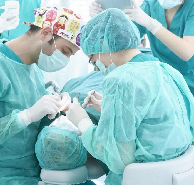 Dentista Valencia operación implantes